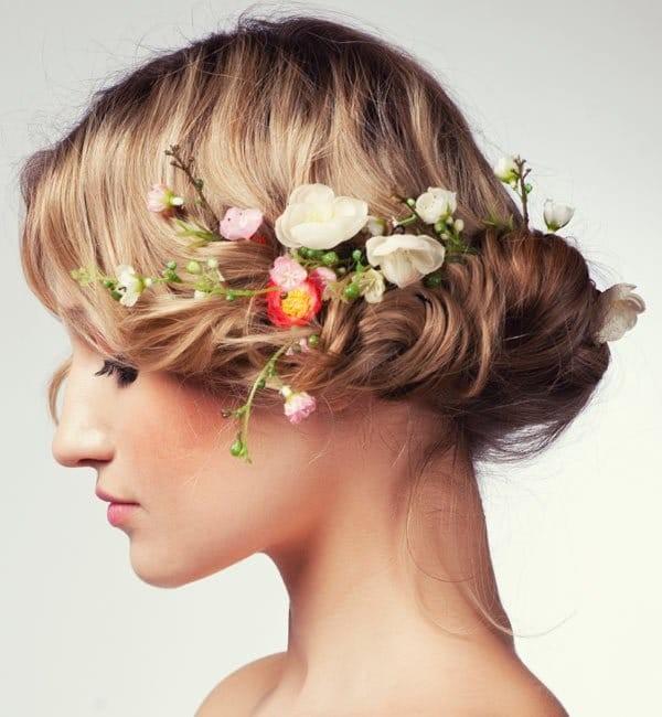 Причёски с накрученными волосами на бок фото